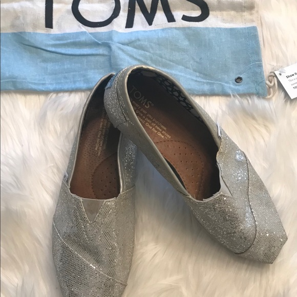 Toms Shoes - FINAL PRICE TOMS silver shoes